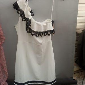 🆕 NWT Beautiful Summer Dress Nanette size 4 🆕